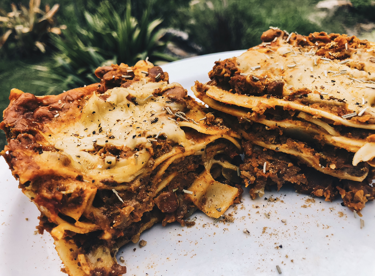 The Heartiest Vegan Lasagne You Will Ever Taste Even Meat Lovers Will Beg You For More Cassie Amber